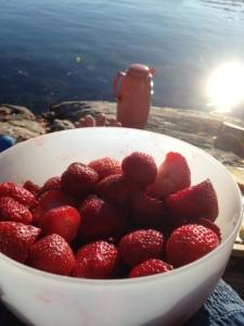 Norwegische Erdbeeren und Kaffee. Herrlich
