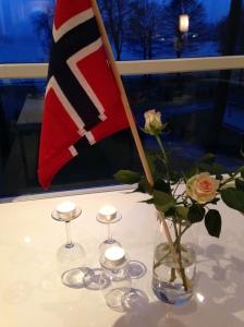 Die Rosen hat das Hotel spendiert und wir das Faehnchen :)
